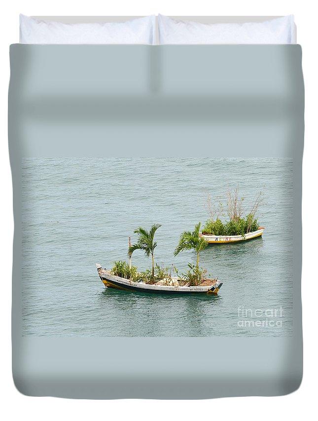 Salvador Duvet Cover featuring the photograph Botanic Garden On The Water by Ralf Broskvar