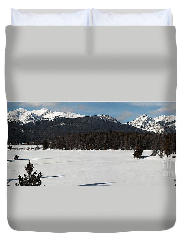 Landscape Duvet Cover featuring the photograph Bowen Baker Pano by Russell Smith