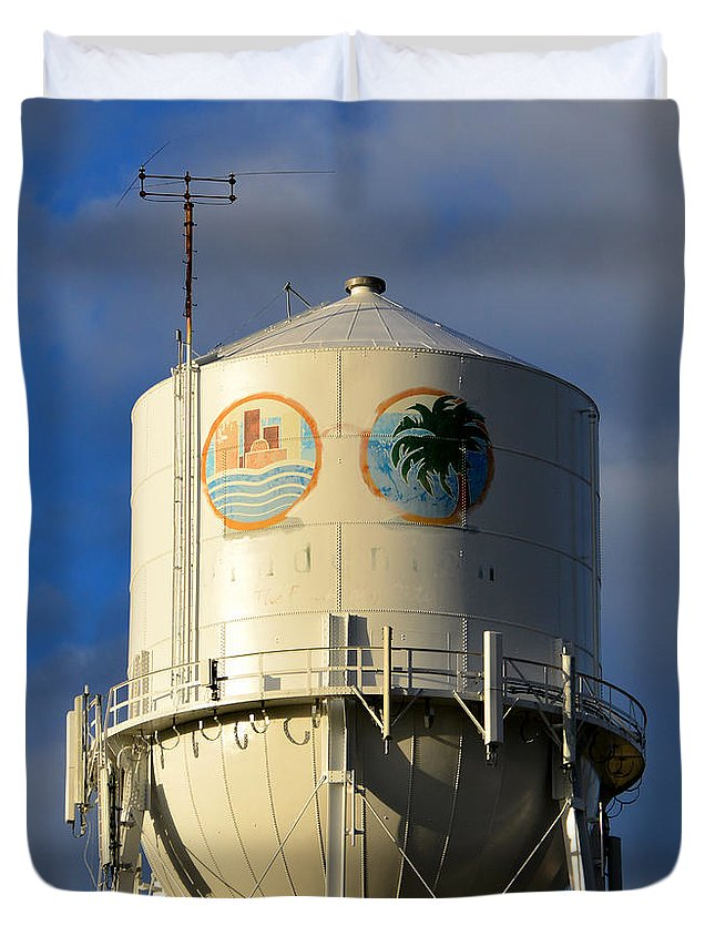 Bradenton Florida Water Tower Duvet Cover featuring the photograph Bradenton Water Tower by David Lee Thompson