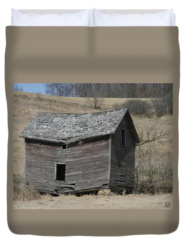 Old Barns Duvet Cover featuring the photograph Breaking Up by Bjorn Sjogren