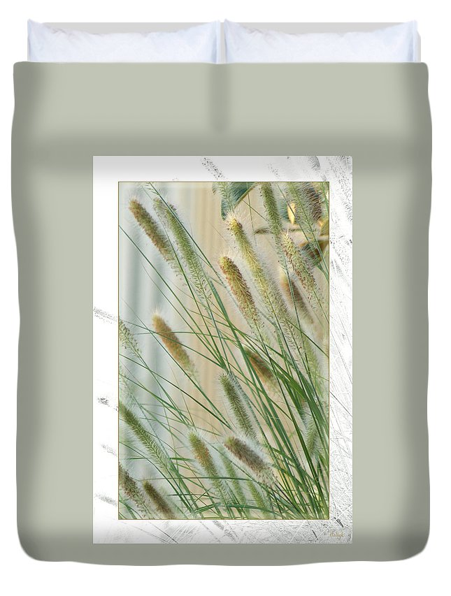 Floral Duvet Cover featuring the photograph Breeze by Holly Kempe