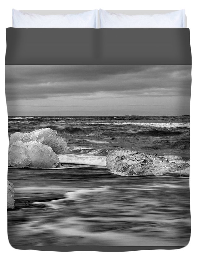 Brethamerkursandur Duvet Cover featuring the photograph Brethamerkursandur Iceberg Beach Iceland 2155 by Bob Neiman
