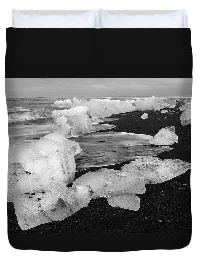 Brethamerkursandur Duvet Cover featuring the photograph Brethamerkursandur Iceberg Beach Iceland 2319 by Bob Neiman