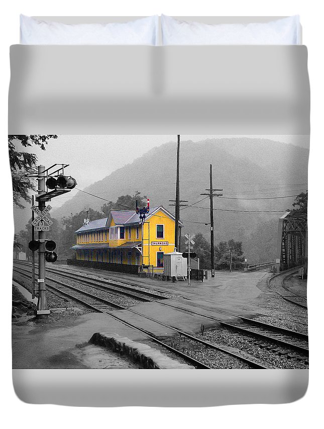 Pat Turner Duvet Cover featuring the photograph Bright Spot In Thurmond by Pat Turner
