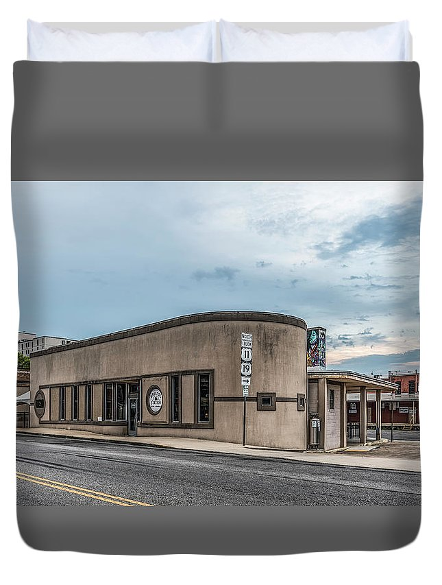 Bristol Station Brews & Taproom Bristol Va Tn Cold Beer Micro Brewery Duvet Cover featuring the photograph Bristol Station Brews And Taproom by Dion Wiles