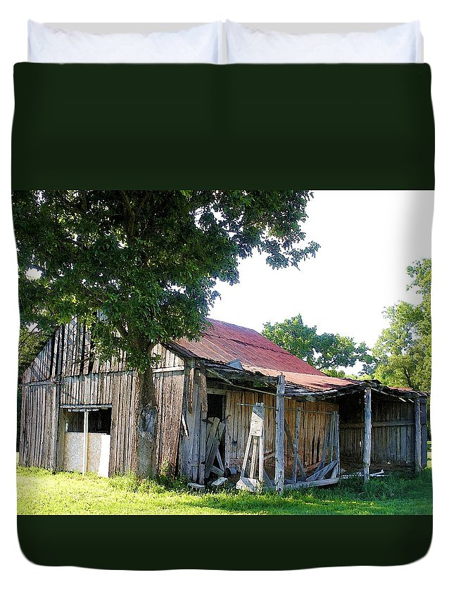 Barn Duvet Cover featuring the photograph Brokedown Barn by Nelson Strong