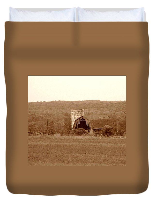 Barn Duvet Cover featuring the photograph Broken by Rhonda Barrett