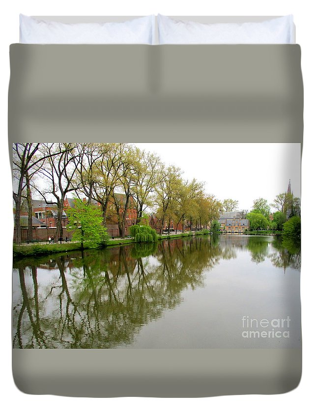 Bruges Duvet Cover featuring the photograph Bruges Minnewater 1 by Randall Weidner