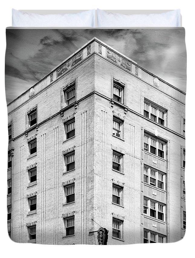 Bryn Mawr. Bryn Duvet Cover featuring the photograph Bryn Mawr Belle Belle Shore Apt Hotel by William Dey