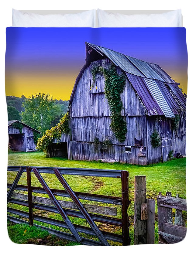 Duvet Cover featuring the photograph Buckeye Barn 3 by Brian Stevens