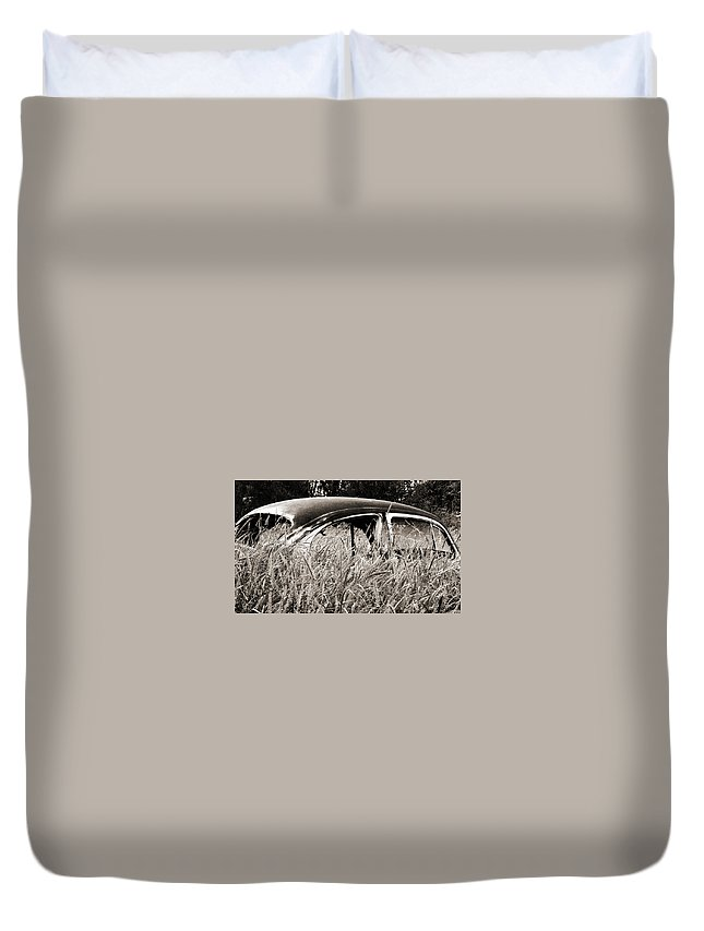 Volkswagen Duvet Cover featuring the photograph Bug In The Grass by Marilyn Hunt