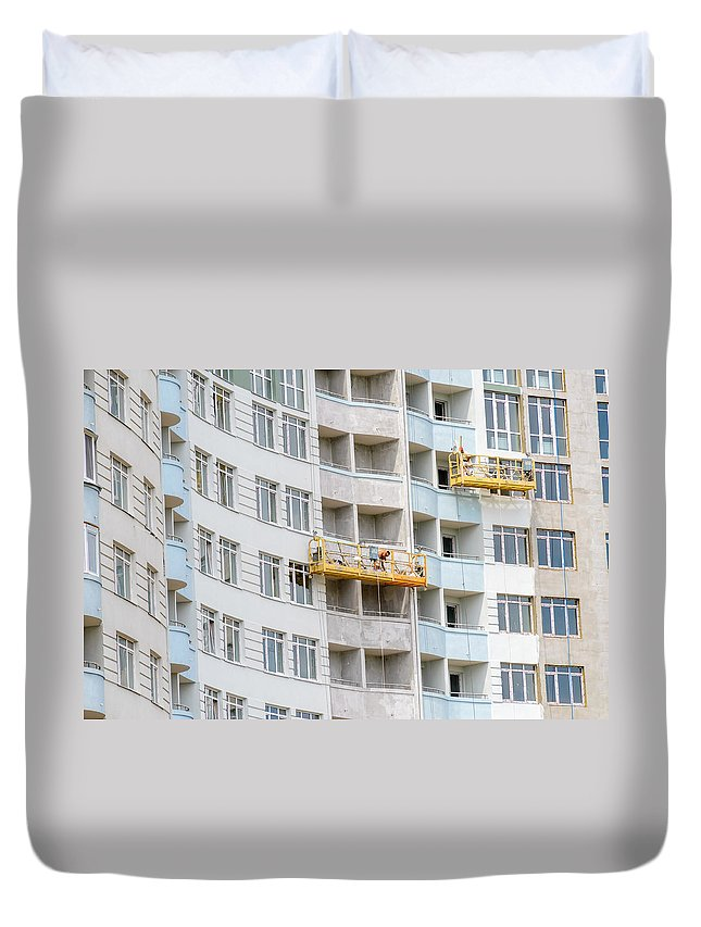 Apartment Duvet Cover featuring the photograph Building Workers by Alain De Maximy