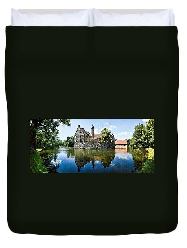 Burg Vischering Duvet Cover featuring the photograph Burg Vischering by Dave Bowman