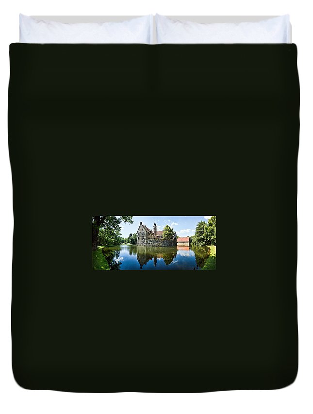 Burg Vischering Duvet Cover featuring the photograph Burg Vischering by Dave Bowman