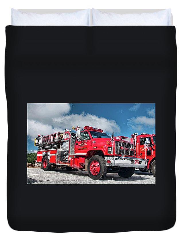Burnington Iolta Duvet Cover featuring the photograph Burnington Iolta Fire Rescue - Tanker Engine 1550, North Carolina by Timothy Wildey