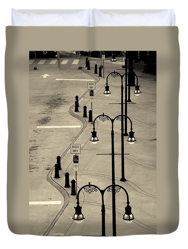 Bus Stop Duvet Cover featuring the photograph Bus Stop In Nashville Tn by Susanne Van Hulst
