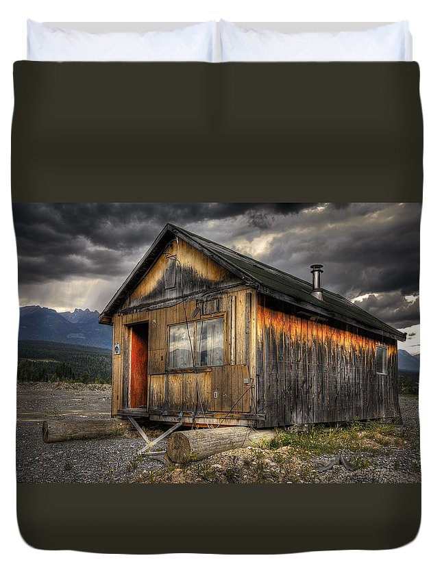 Architecture Duvet Cover featuring the photograph Busted Shack by Wayne Sherriff
