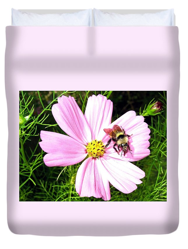 Bee Duvet Cover featuring the photograph Busy Bee by Will Borden