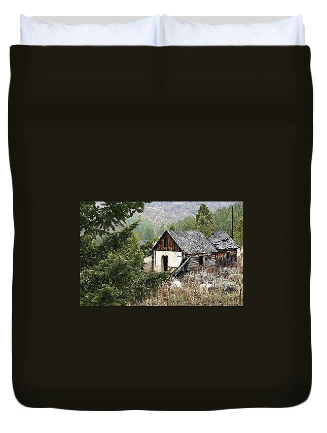 Cabin Duvet Cover featuring the photograph Cabin In Need Of Repair by Nelson Strong