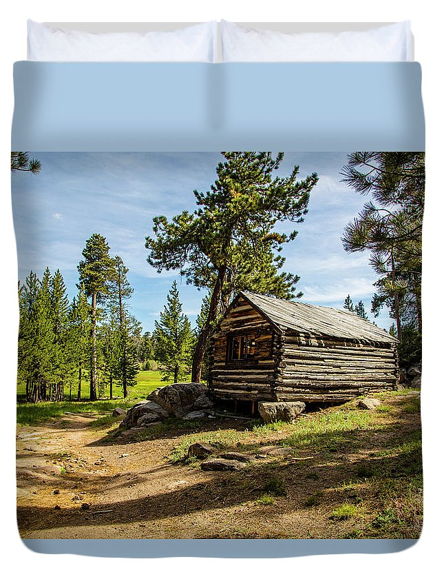Cabin Duvet Cover featuring the photograph Cabin In The Woods by Janet Aguila Krause