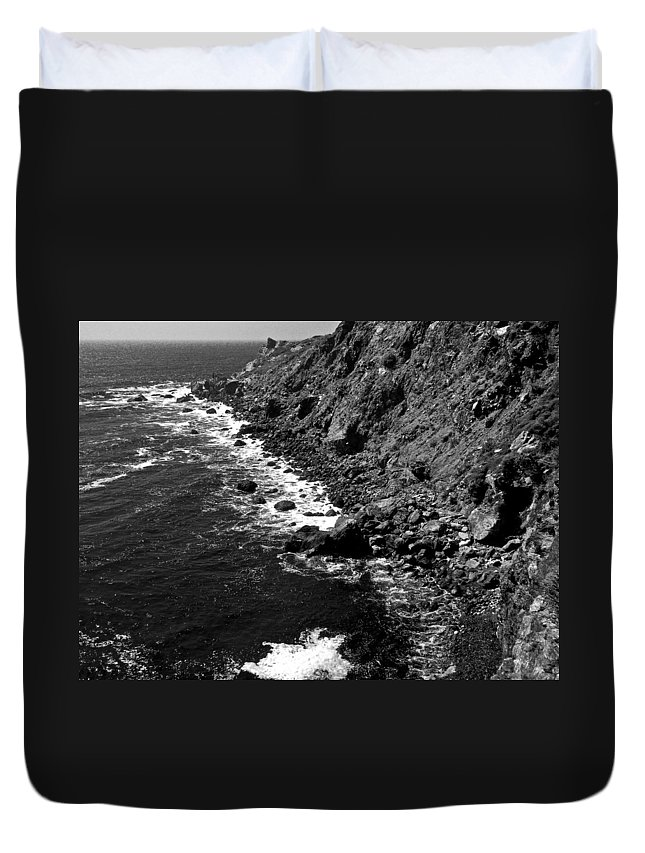 California Duvet Cover featuring the photograph Cali Coast by Dale Chapel