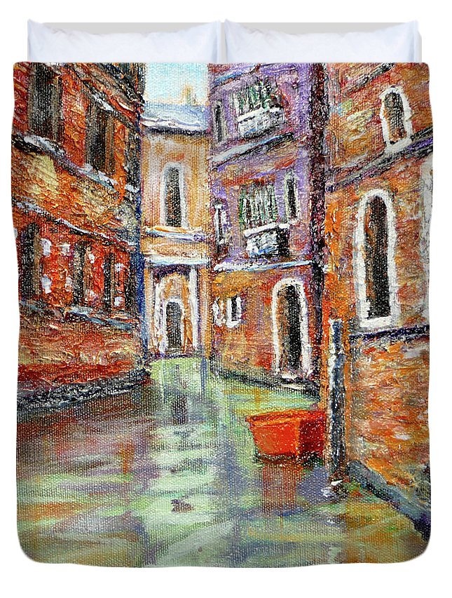Art Duvet Cover featuring the painting Canale Veneziano by Mohamed Hirji