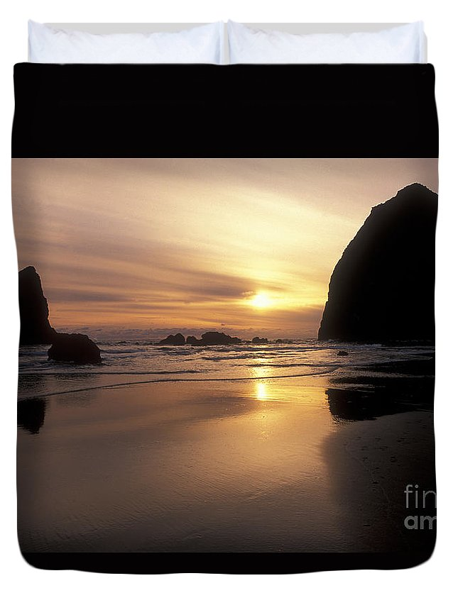 Waterscapes Duvet Cover featuring the photograph Cannon Beach Sunset-oregon by Sandra Bronstein