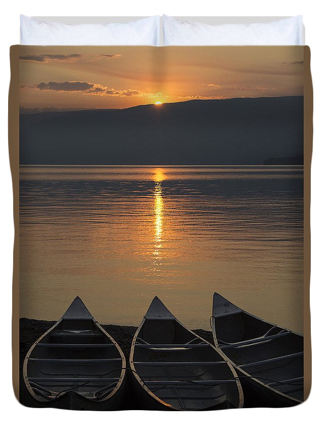 Canoes Duvet Cover featuring the photograph Canoes At Sunrise by Richard Reinders