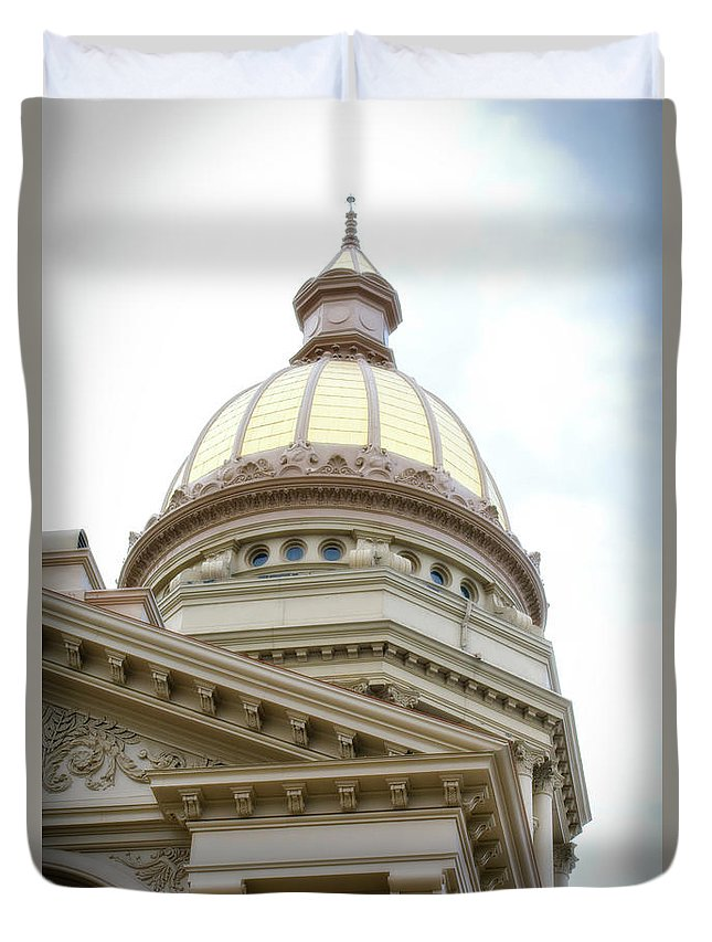 Cheyenne Wyoming Duvet Cover featuring the photograph Capital Building Dome Cheyenne Wyoming Vertical 02 by Thomas Woolworth