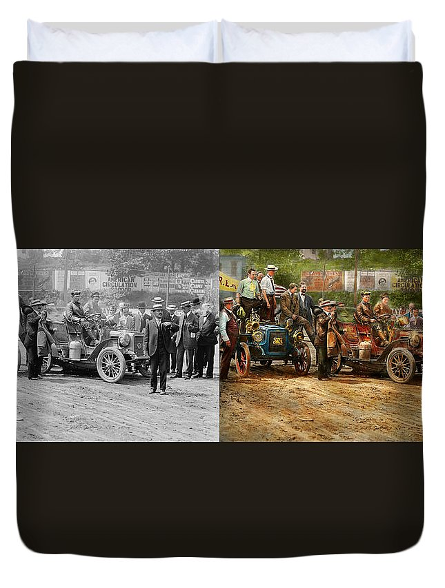 Color Duvet Cover featuring the photograph Car - Race - The End Of A Long Journey 1906 - Side By Side by Mike Savad