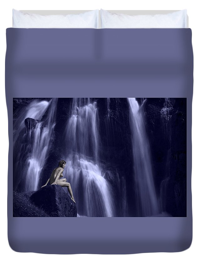 Iceland Duvet Cover featuring the photograph Cascading Light by Sigthor Markusson
