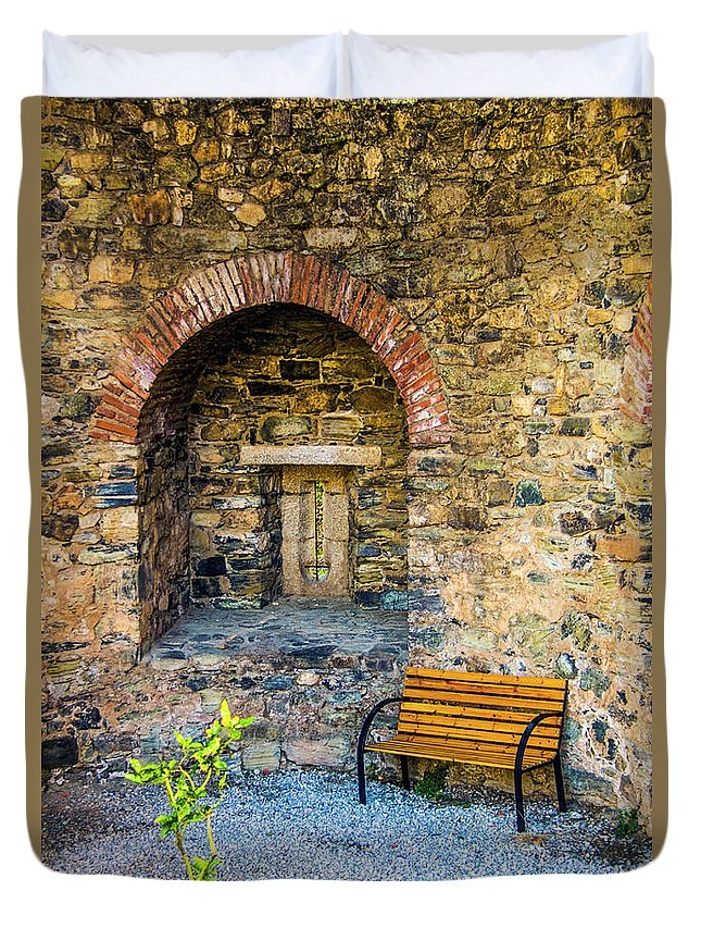 Braganca Duvet Cover featuring the photograph Castle Rest by Roberta Bragan