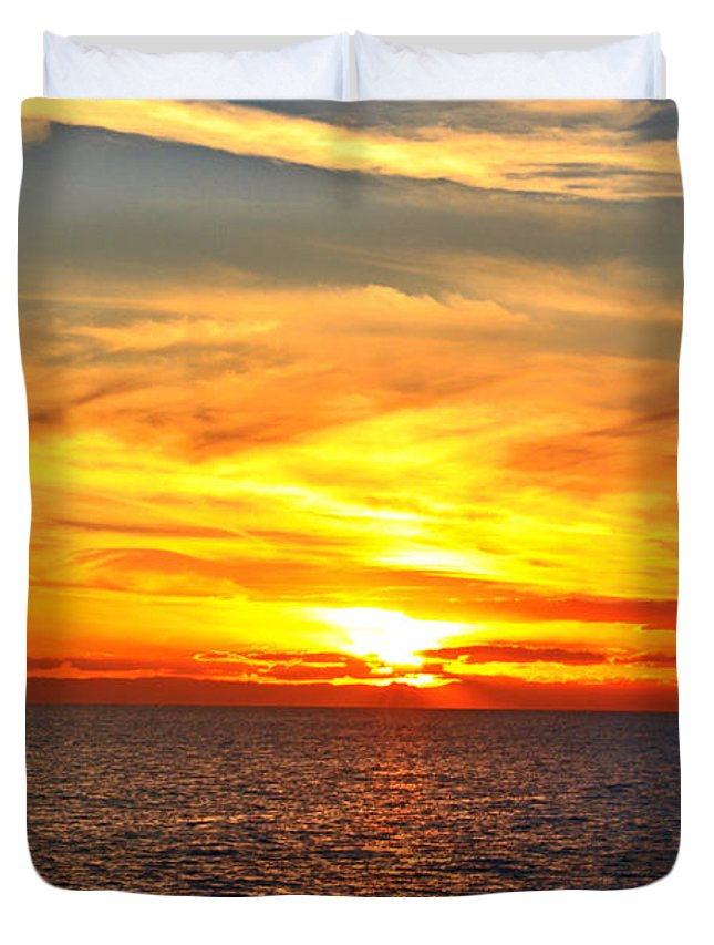 Seascape Duvet Cover featuring the photograph Catalina Sunset by Kelly Holm