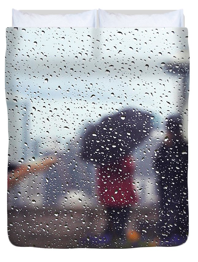 Seattle Duvet Cover featuring the photograph Celebration In Rain A036 by Yoshiki Nakamura