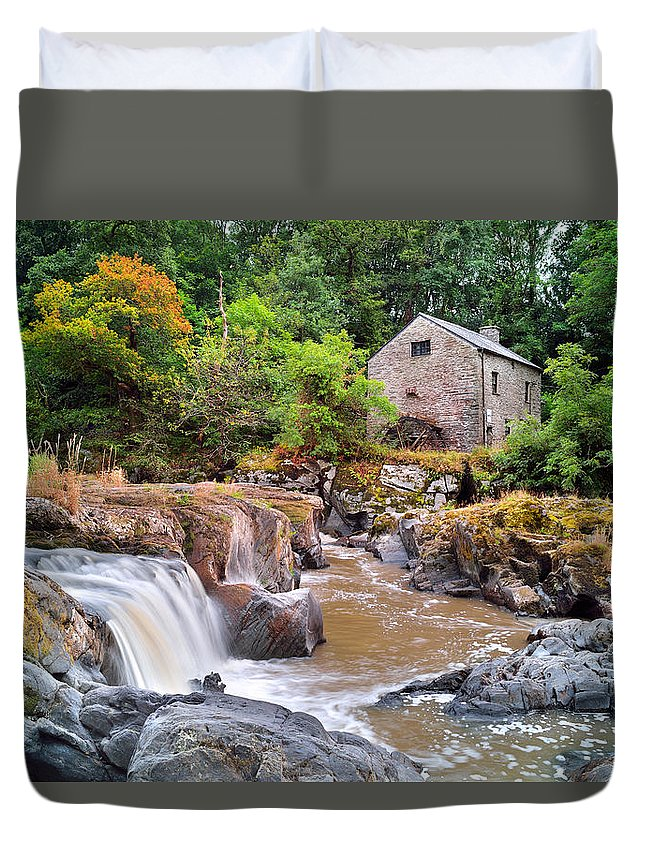 Cenarth Duvet Cover featuring the photograph Cenarth 1 by Phil Fitzsimmons
