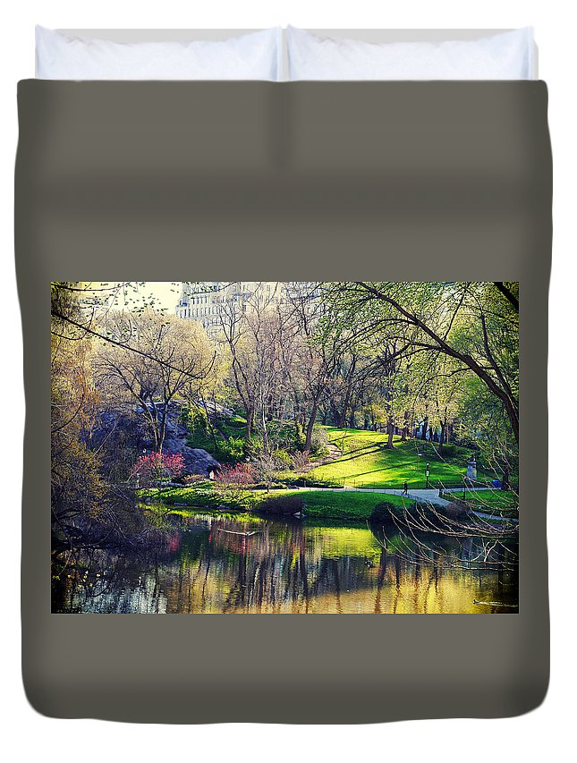 Nyc Duvet Cover featuring the photograph Central Park Colors by Roman Kruglov