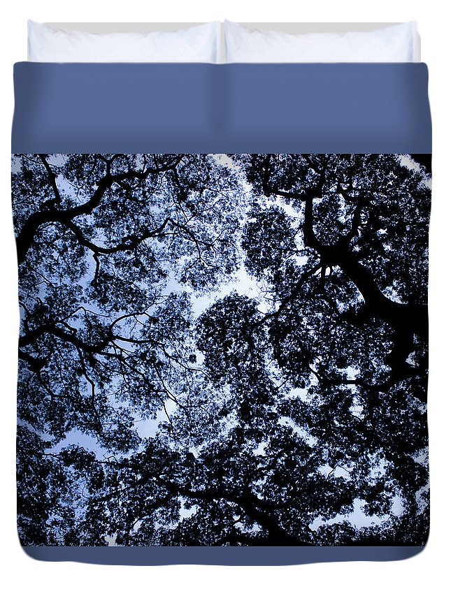 Photo Duvet Cover featuring the photograph Chaotic Pattern by Suvasis Pyne