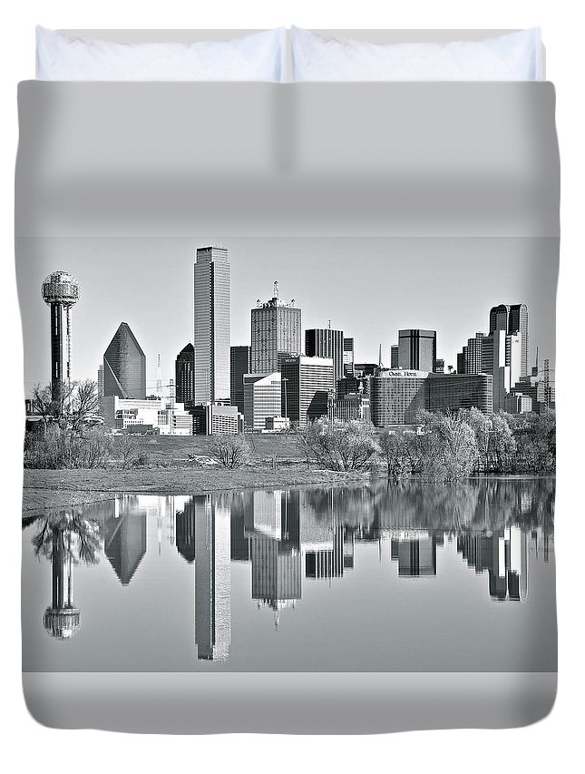 Dallas Duvet Cover featuring the photograph Charcoal Big D Reflection by Frozen in Time Fine Art Photography