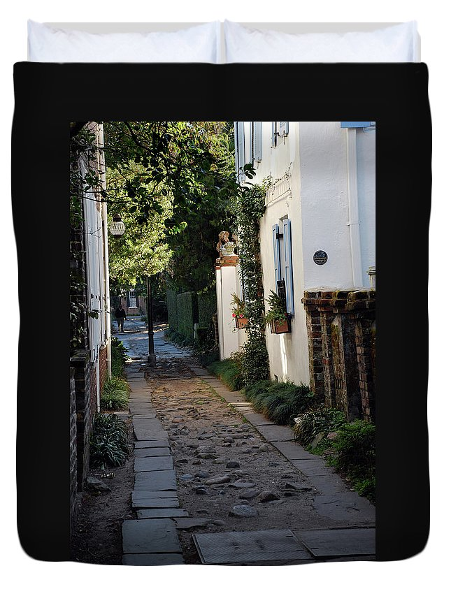Southcarolina Duvet Cover featuring the photograph Charleston Alley 1 by Skip Willits
