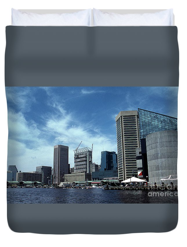 Scenic Tours Duvet Cover featuring the photograph Charm City by Skip Willits