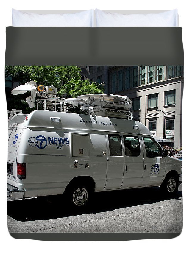 Chicago Duvet Cover featuring the photograph Chicago Abc 7 News Truck by Thomas Woolworth