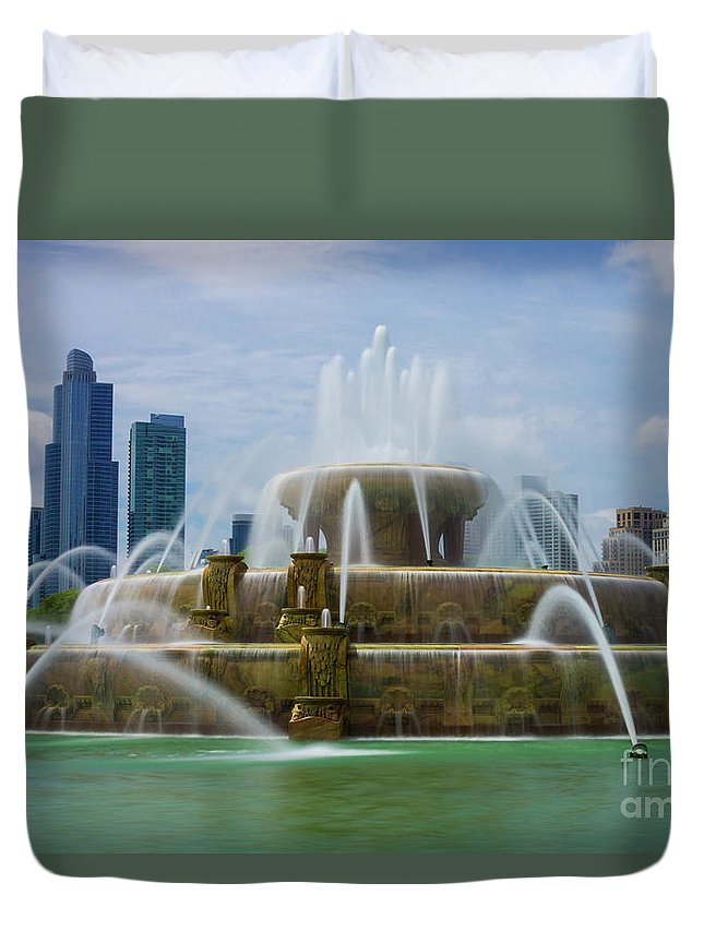 America Duvet Cover featuring the photograph Chicago Buckingham by Jennifer White