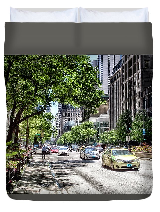 Cities Duvet Cover featuring the photograph Chicago Hailing A Cab In June by Thomas Woolworth