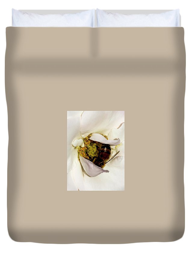Bee Duvet Cover featuring the photograph Chillin Out by Bob Lyle