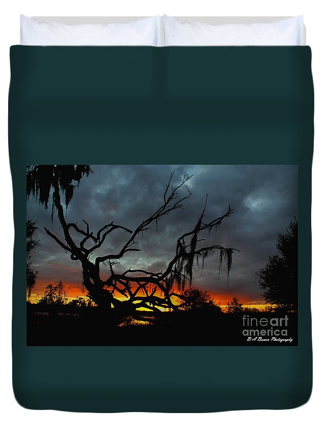 Florida Sunset Duvet Cover featuring the photograph Chilling Sunset by Barbara Bowen