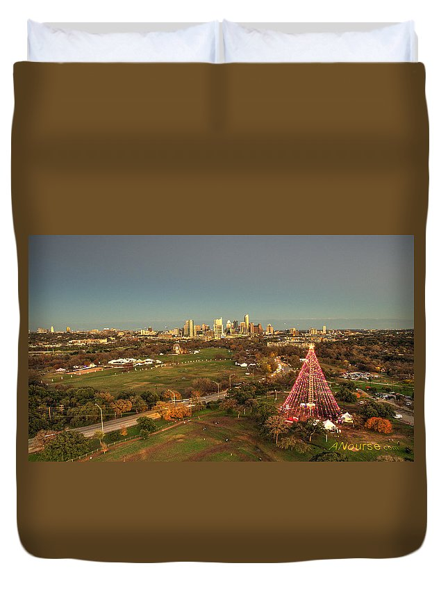 Landscape Duvet Cover featuring the photograph Christmas Tree In Austin by Andrew Nourse