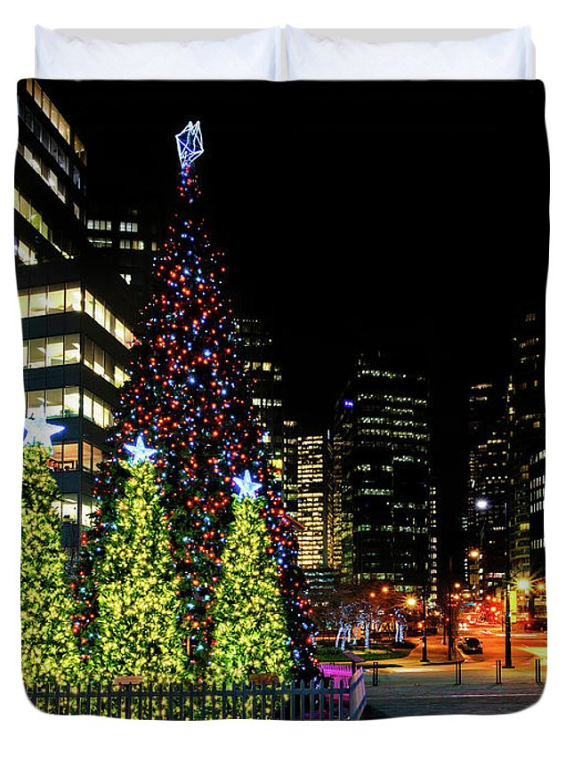 Canada Duvet Cover featuring the photograph Christmas Tree On New Year's Eve In The Street Of A Big City by Viktor Birkus