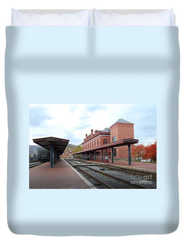 Historic Duvet Cover featuring the photograph Cumberland City station by Eric Liller