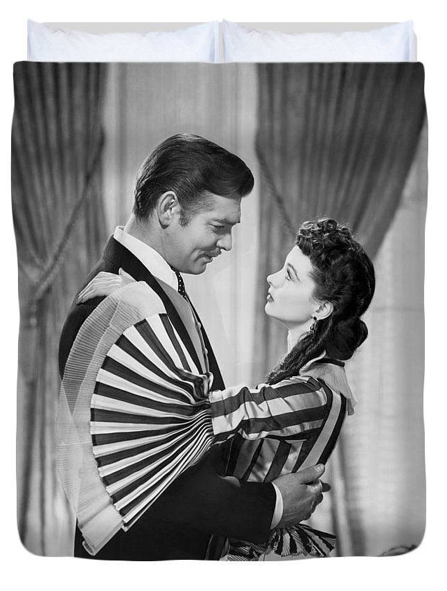 1930s Duvet Cover featuring the photograph Clark Gable And Vivien Leigh by Underwood Archives