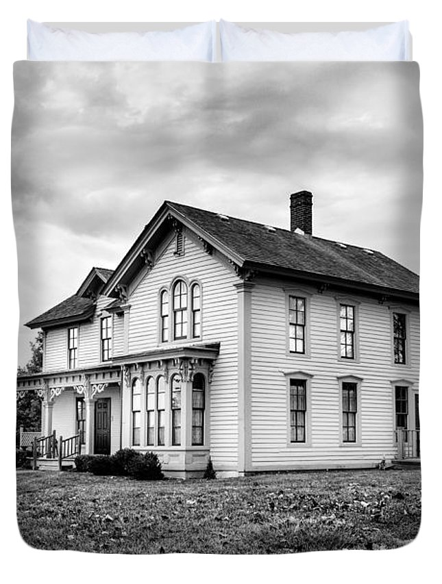 House Duvet Cover featuring the photograph Classic American House by David Hare